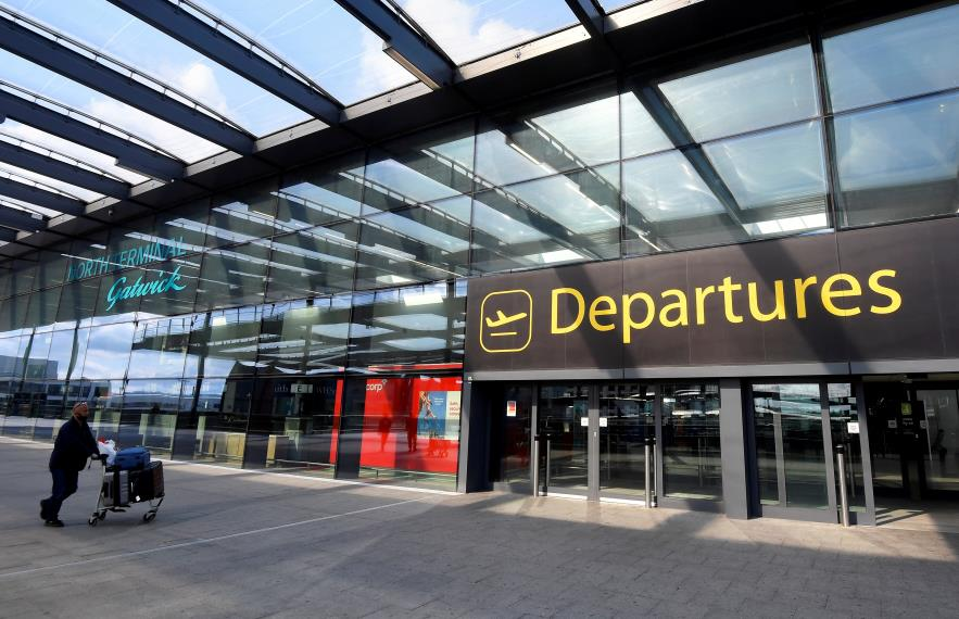 A passenger arrives at Gatwick Airport south of Lo<em></em>ndon as travel restrictions are eased following the coro<em></em>navirus disease (COVID-19) outbreak, July 10, 2020. REUTERS/Toby Melville/File Photo